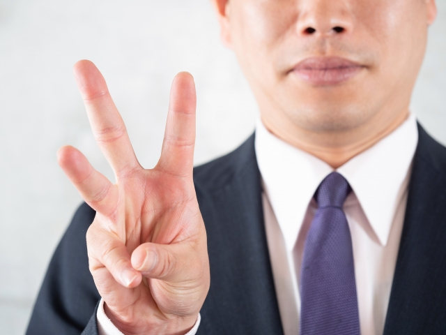02-businessman-three-fingers